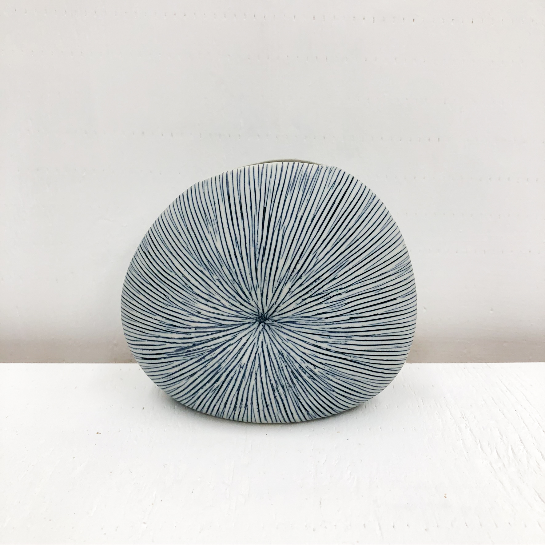 Diva Round Mini S Handmade Vase empty - Blue/White