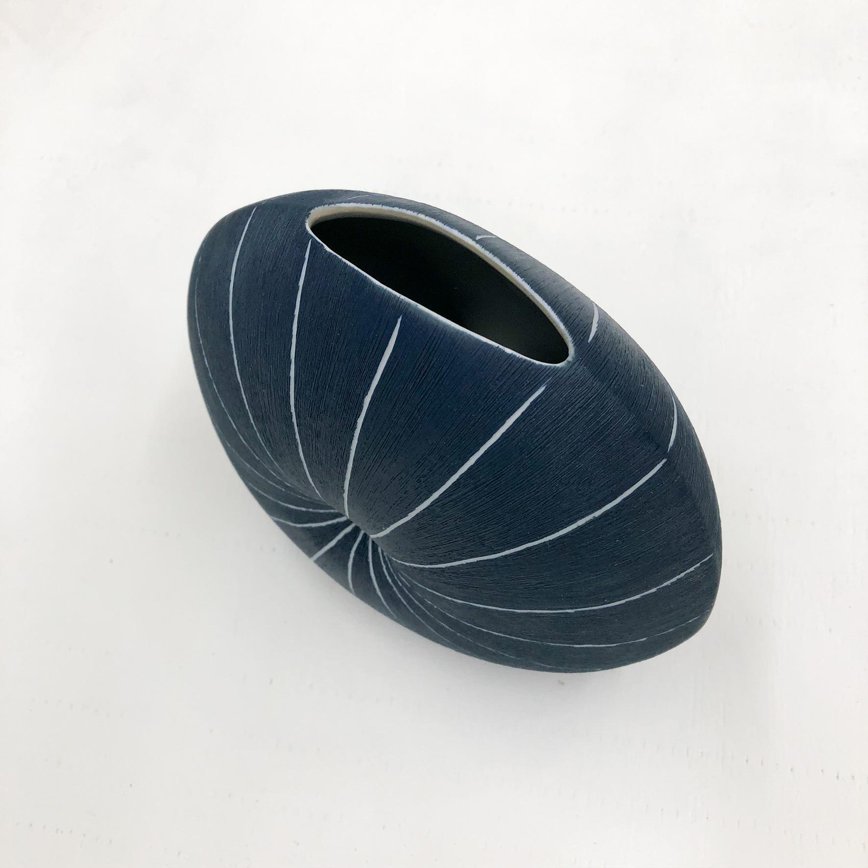 Diva Round Handmade Vase