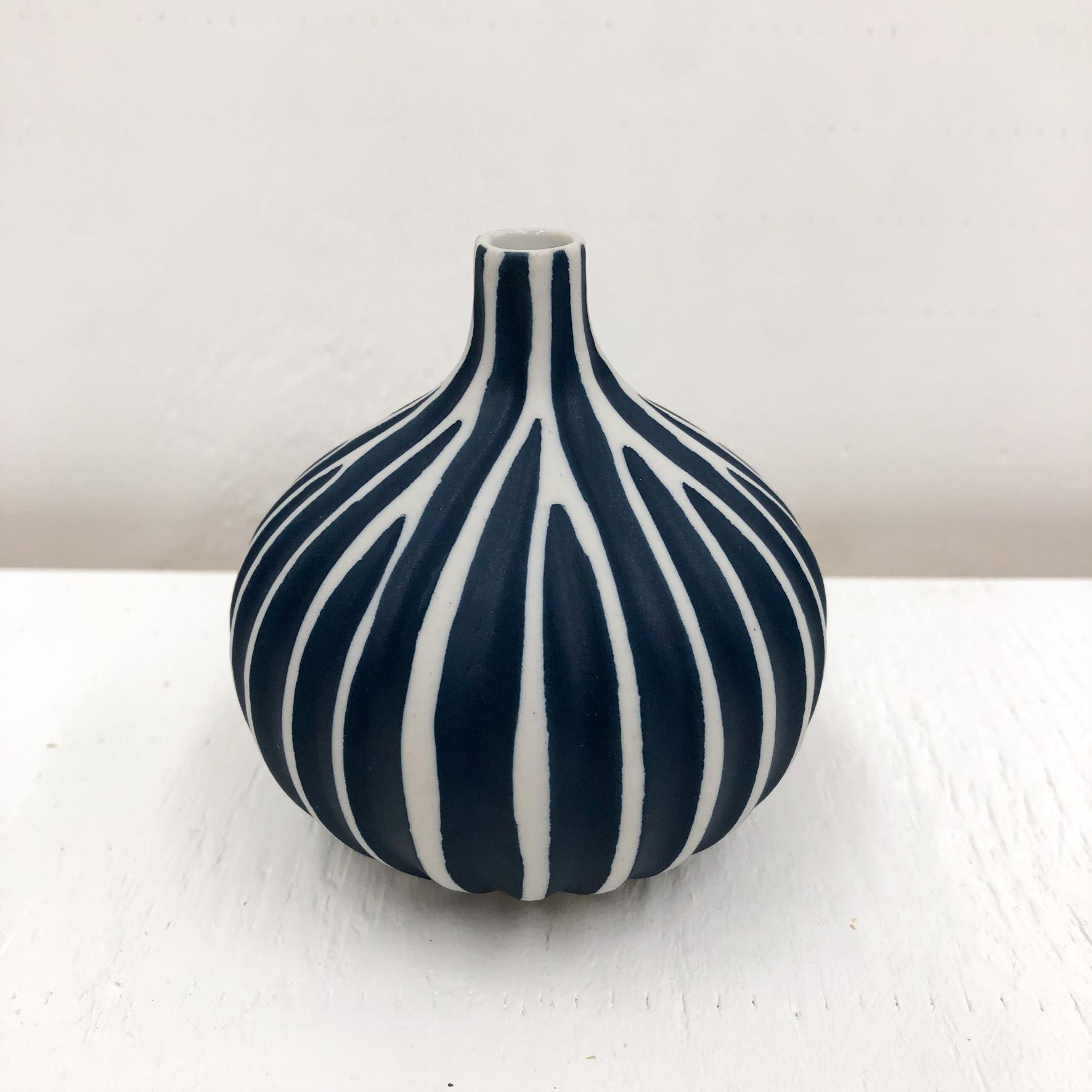 Congo Tiny L Handmade Vase - White & NAvy