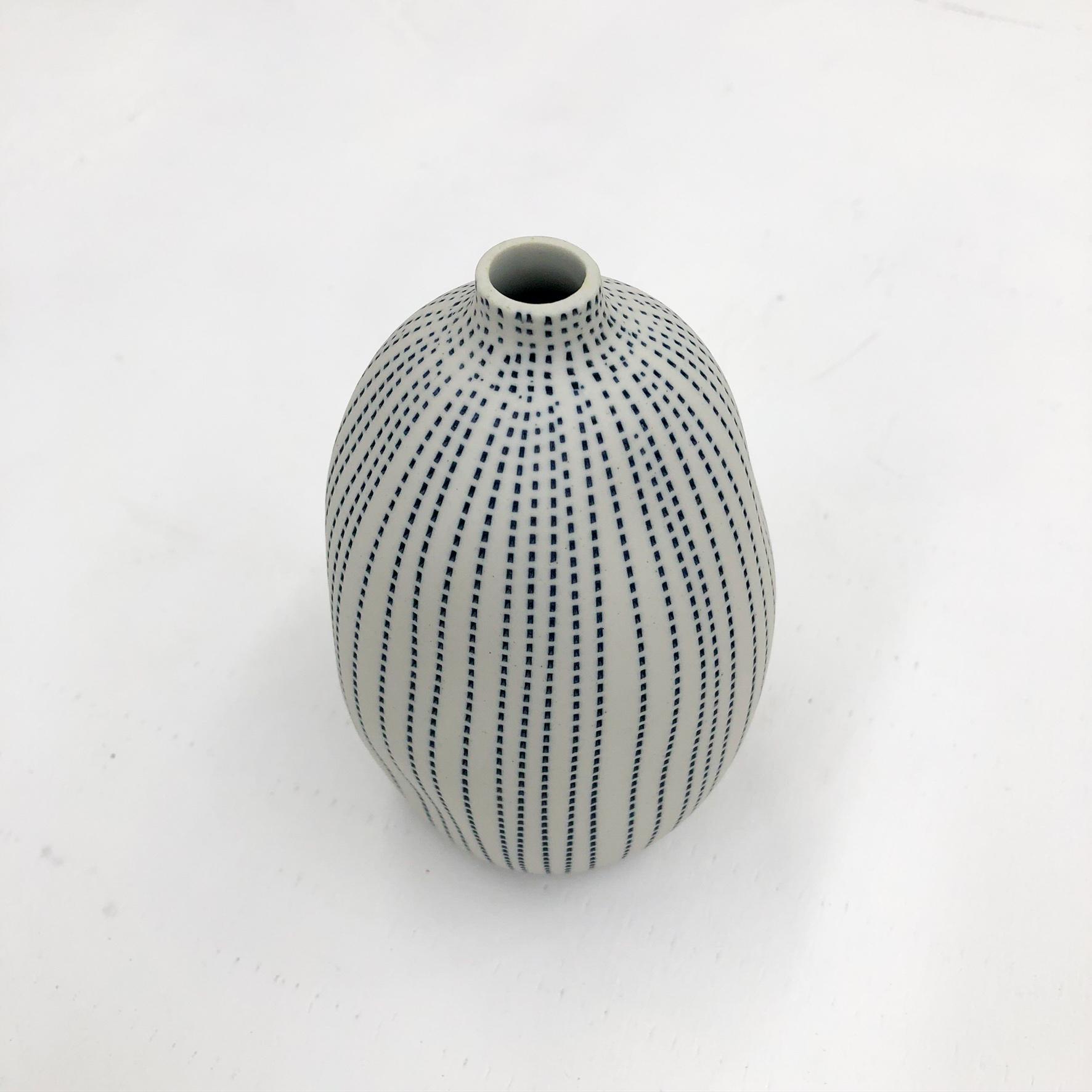 Gugu Sag L Handmade Vase - White & Blue Dots