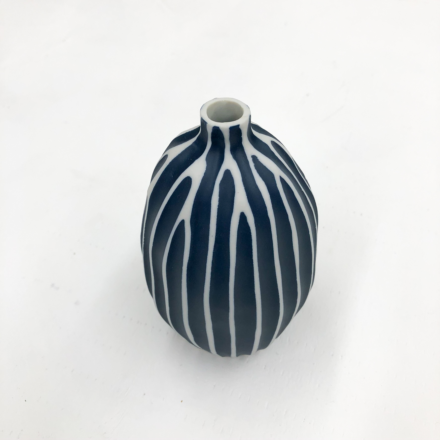 Gugu Sag L Handmade Vase - White & Navy - top view