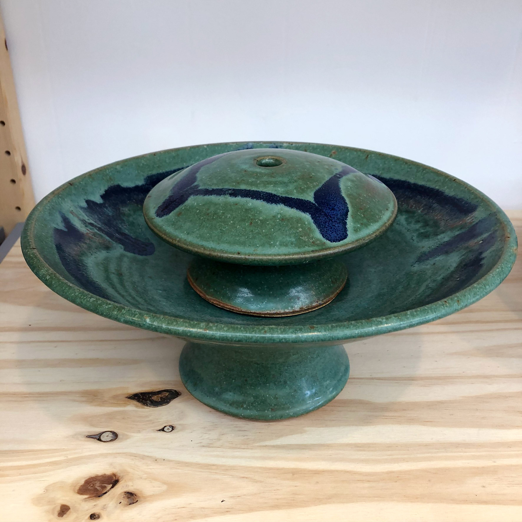 Ceramic tabletop fountain - side view - green